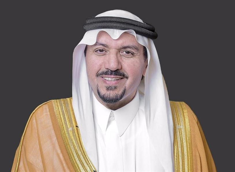 """أمير القصيم يفتتح مركز """"دمي"""" للتبرع بالدم بمجمع العثيم ببريدة"""