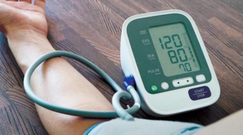 استشاري يكشف عن أهم 3 فوائد من تناول دواء ضغط الدم