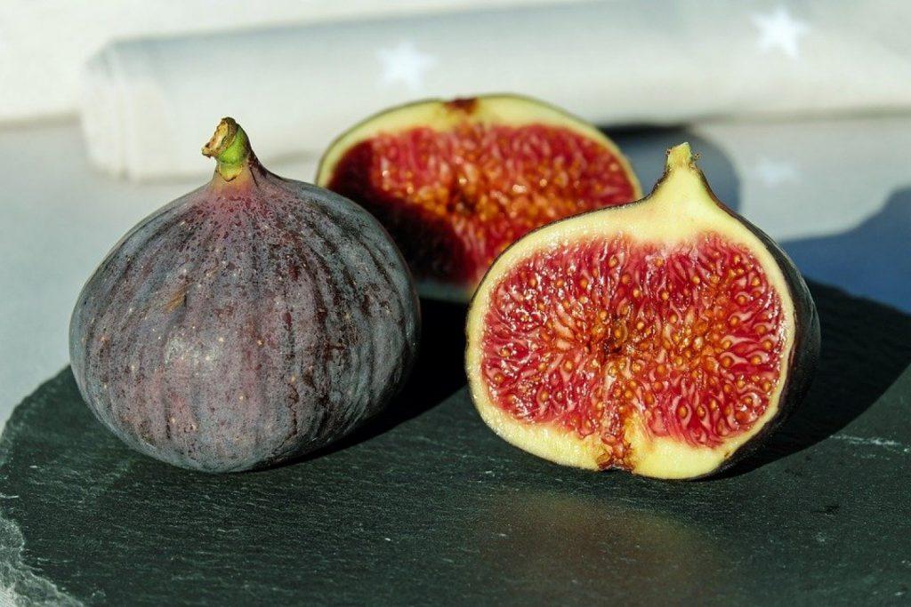 10 فوائد صحية تمنحها فاكهة التين للحامل والجنين