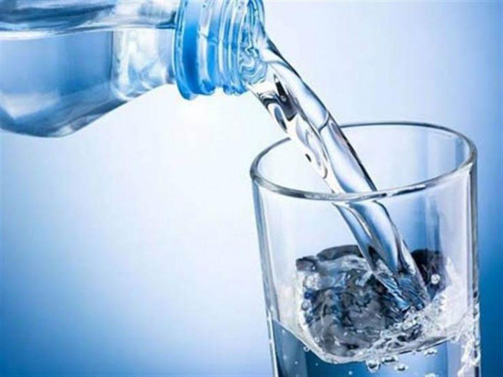 دليل على الإصابة ببعض الأمراض.. طبيب يوضح أسباب الشعور المستمر بالعطش