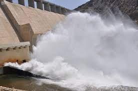 """فتح بوابات """"سد وادي جازان  لتخفيض منسوب المياه  في مجرى الوادي الشمالي"""