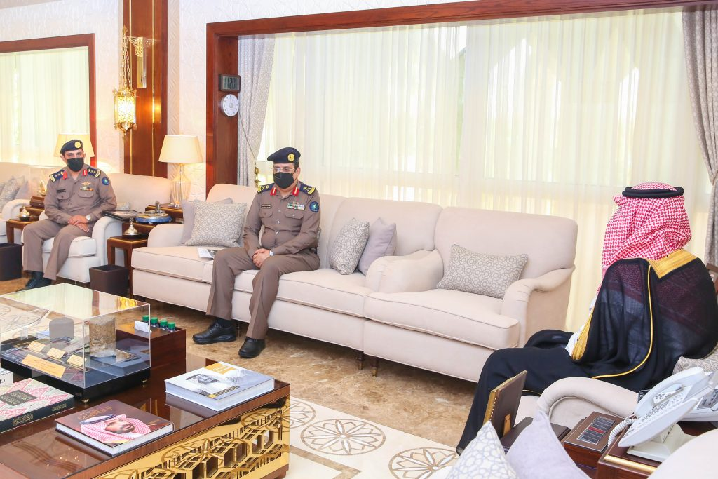 نائب أمير الشرقية يطلع على إنجازات الدفاع المدني ويشيد بجهودهم