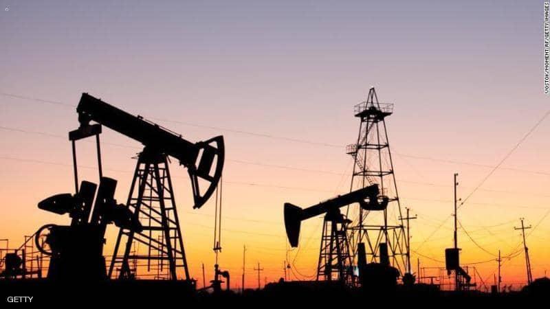 أسعار النفط تتراجع في ظل تزايد الإصابات بكوفيد-19