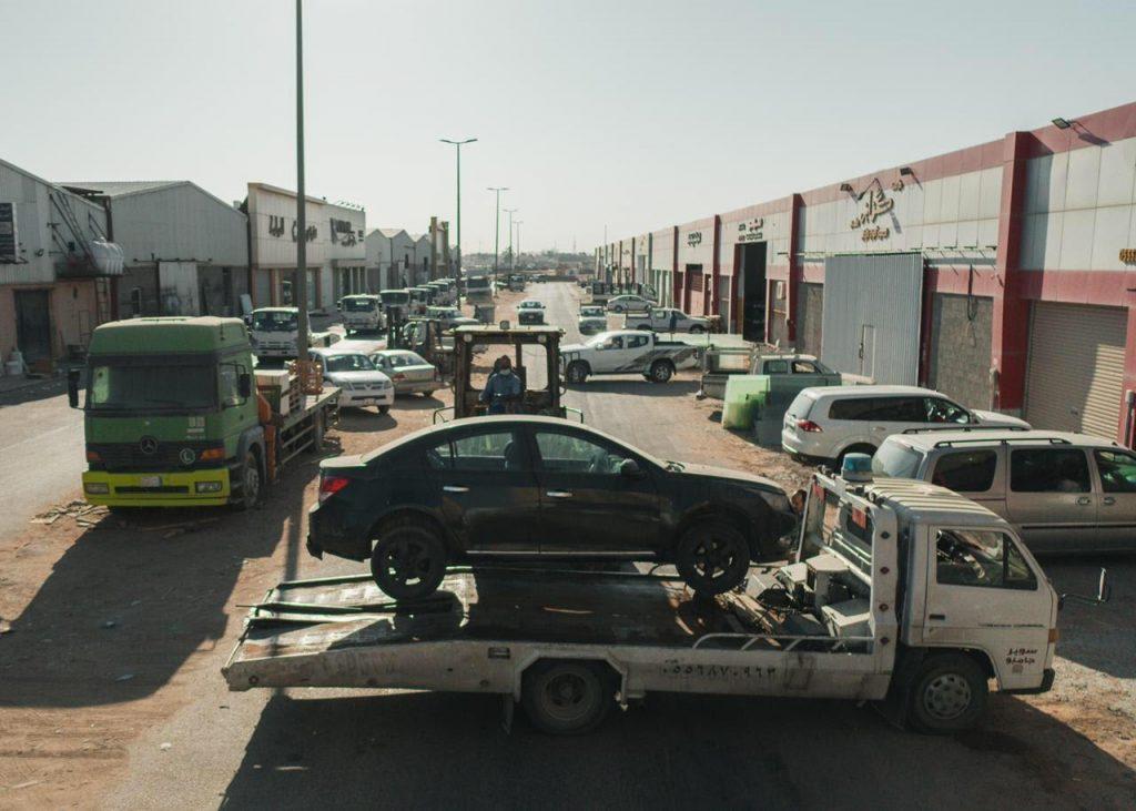أمانة الجوف ترفع 100 سيارة تالفة من الطرق الرئيسة والأحياء خلال 3 أيام