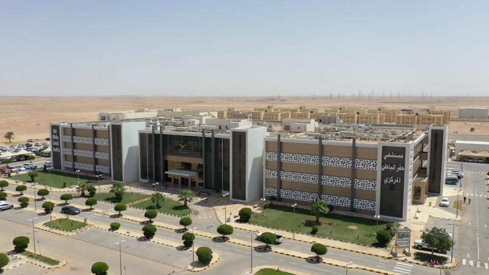 مستشفى حفر الباطن المركزي يُنهي معاناة مريضة من ورم دموي حميد