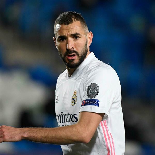 """ريال مدريد يعلن إصابة مهاجمه كريم بنزيمة بفيروس """"كورونا"""""""