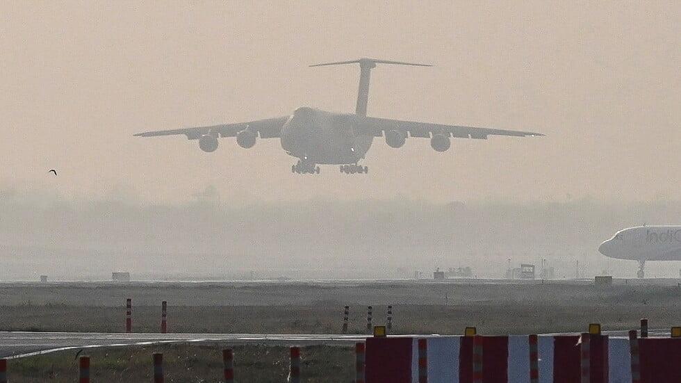 كانت متوجهة إلى المملكة .. طائرة هندية تهبط اضطراريا بعد ساعة من إقلاعها