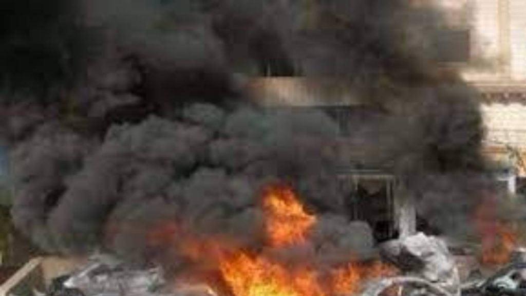 مقتل وإصابة 5 مدنيين بعد انفجار قنبلة كانت بحوزة حوثي