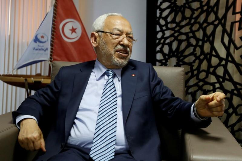 """""""الغنوشي"""" يتهم الرئيس التونسي بالانقلاب على الثورة"""
