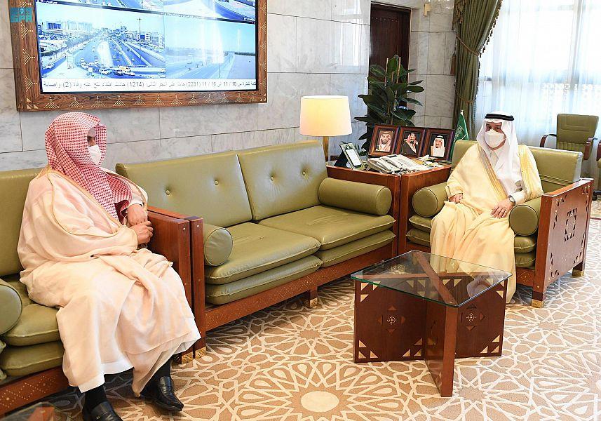 أمير الرياض يستقبل مدير فرع وزارة الشؤون الإسلامية بالمنطقة