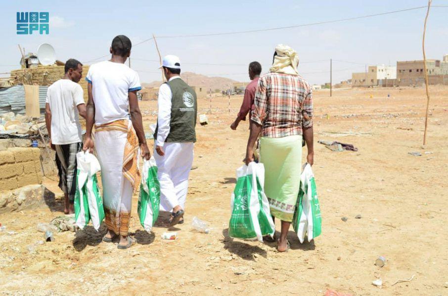 مركز الملك سلمان للإغاثة يوزع 352 أضحية بمحافظة حضرموت