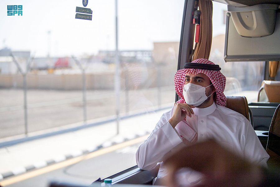 أمير الجوف يقف على خدمات جمرك وجوازات منفذ الحديثة