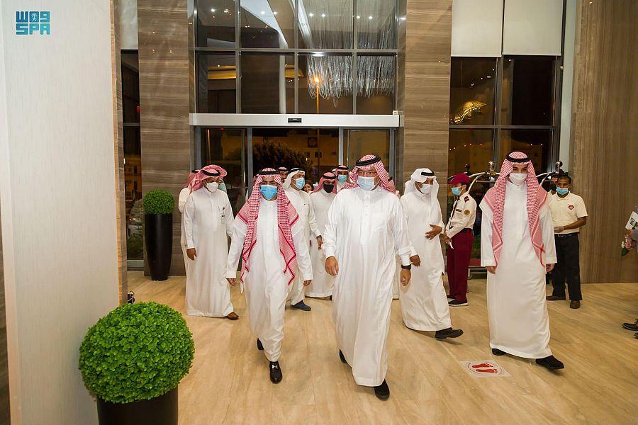 أمير عسير يقف على مستوى تقديم الخدمات في دور الإيواء بأبها وخميس مشيط
