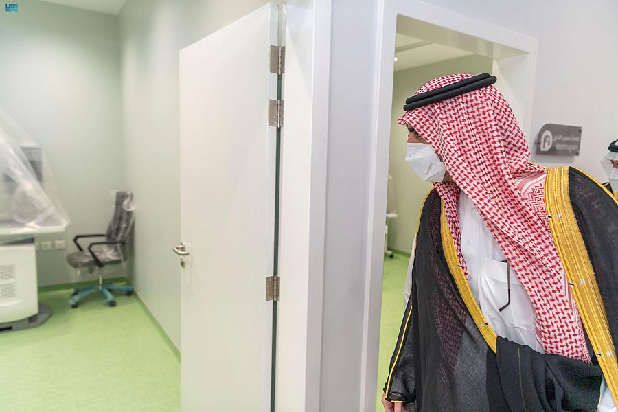 أمير منطقة الجوف يفتتح مبنى عيادات المرأة والطفل بالقريات