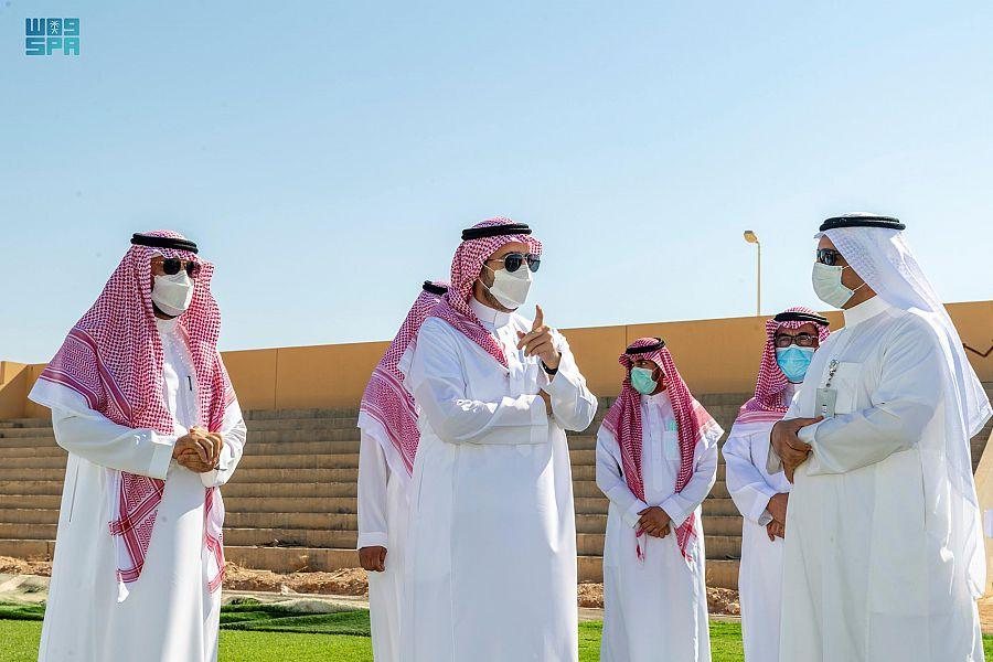 أمير الجوف يقف على مشروع نادي القريات