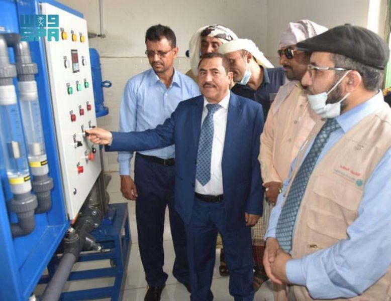مركز الملك سلمان للإغاثة يدشّن عدة مشروعات في مجالات المياه والإصحاح البيئي بمديريتي حيران وحرض