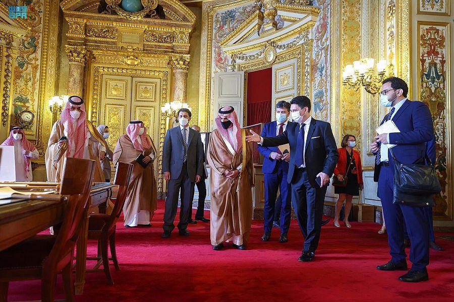 وزير الخارجية يعقد جلسة نقاش مع مجلس الشيوخ الفرنسي