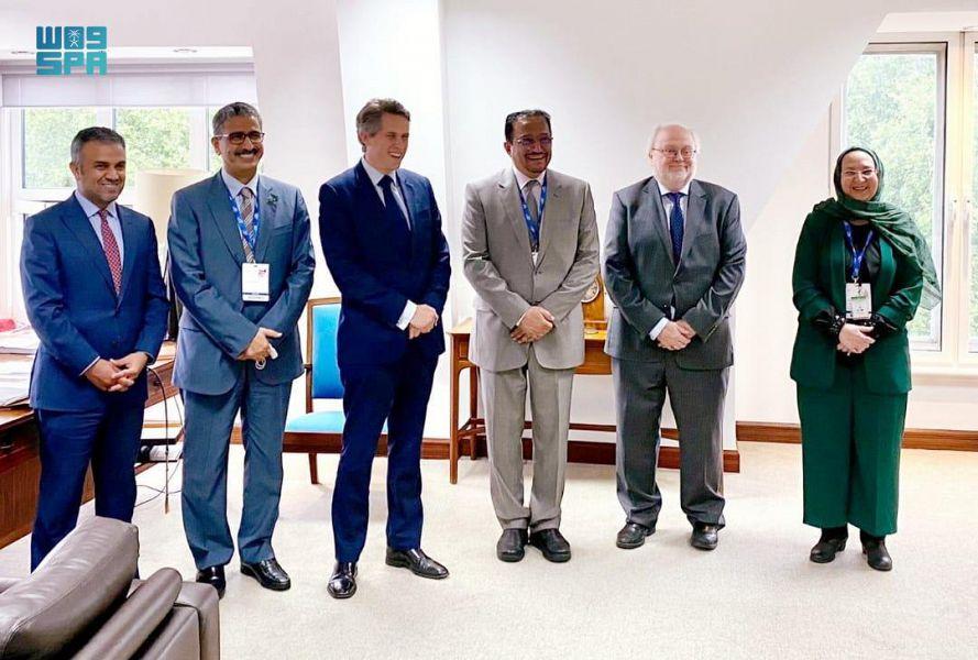 وزير التعليم يلتقي بعدد من مسؤولي التعليم في القمة العالمية للتعليم