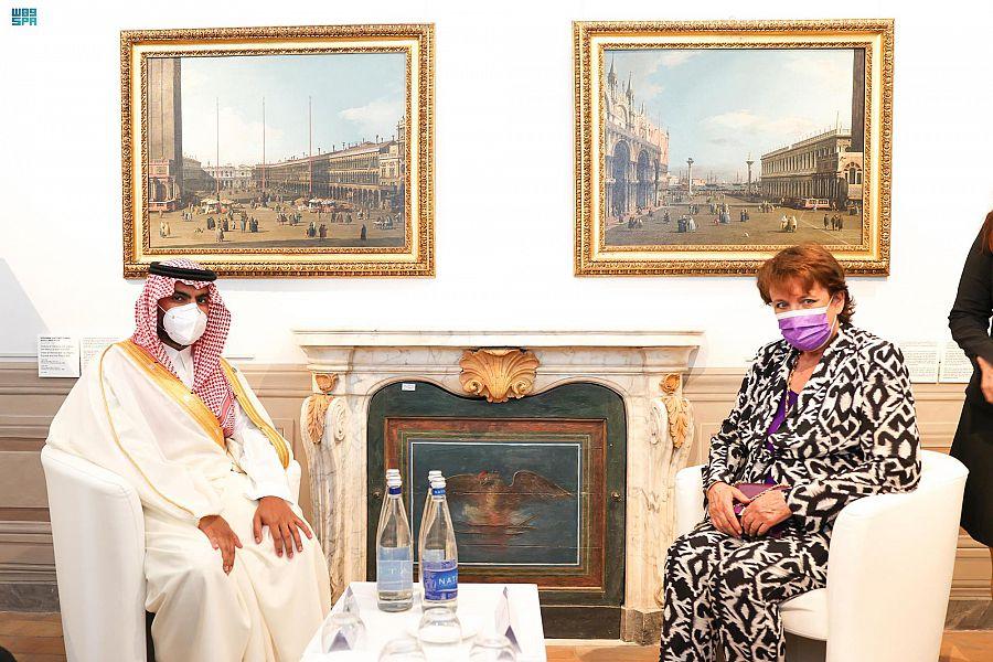 الأمير بدر بن عبدالله بن فرحان يلتقي بوزيرة الثقافة الفرنسية
