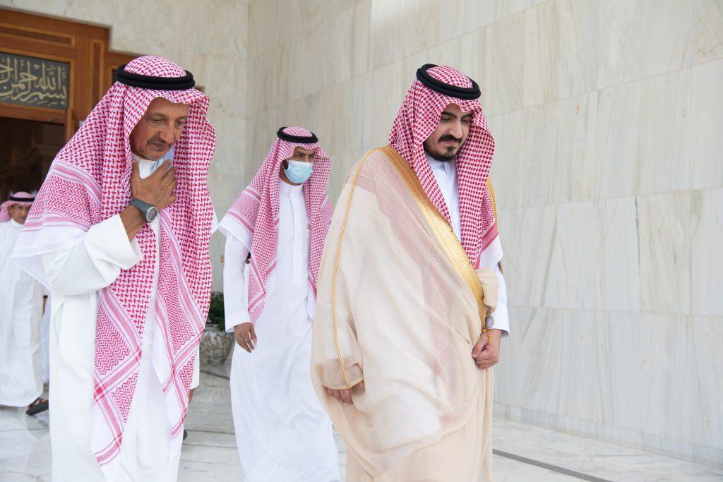 نائب أمير مكة المكرمة يقدم تعازيه لذوي علي محمد بن لادن