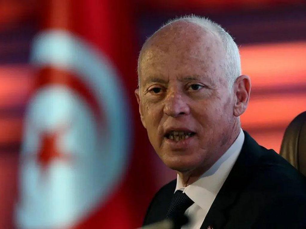 الرئيس التونسي يعلن حظر التجوال في بلاده لمدة شهر