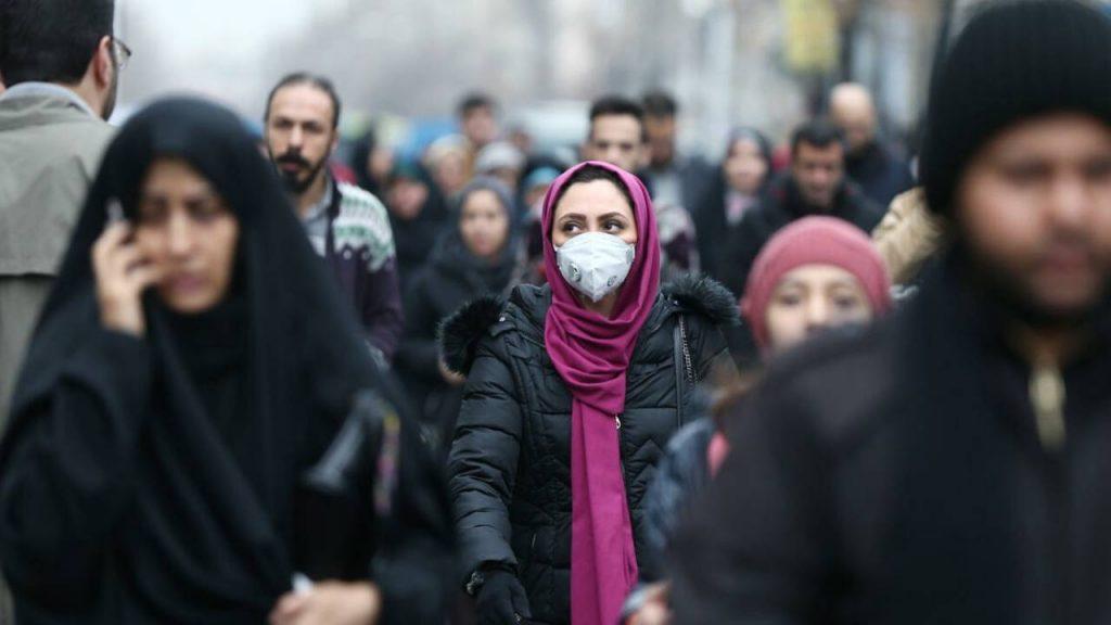 إيران تلجأ لحجر صحي شامل كحل وحيد لاحتواء خامس موجات «كورونا»