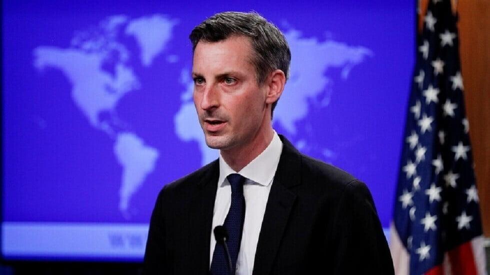 الخارجية الأمريكية ترفض اعتبار ما جرى في تونس انقلابا وتحث على الالتزام بالدستور