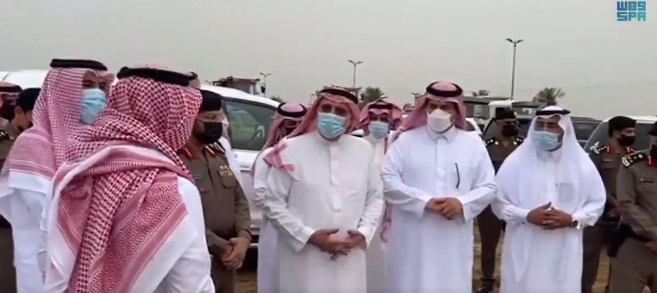 فيديو.. أمير جازان يتفقد مواقع هطول الأمطار في صبيا وأحد المسارحة