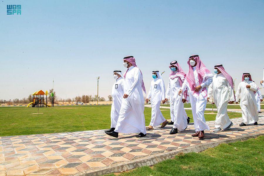 أمير الجوف يتفقّد أحياء طبرجل ويفتتح مشروع حديقة الأمير نواف بن عبدالعزيز
