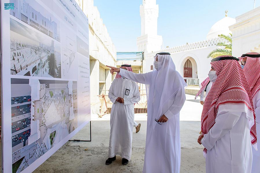 الأمير فيصل بن سلمان يطلّع على مستجدات أعمال المرحلة الأولى لمشروع مركز القبلتين الحضاري