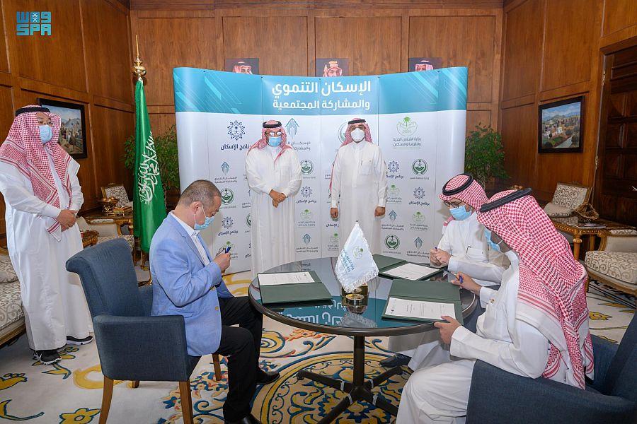 أمير عسير يشهد توقيع عدد من الاتفاقيات بقطاع الإسكان التنموي بالمنطقة