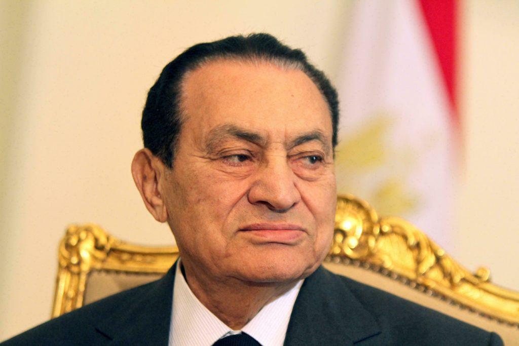 كواليس جديدة عن بيان تنحي مبارك.. يرويها لواء سابق بالجيش المصري (فيديو)