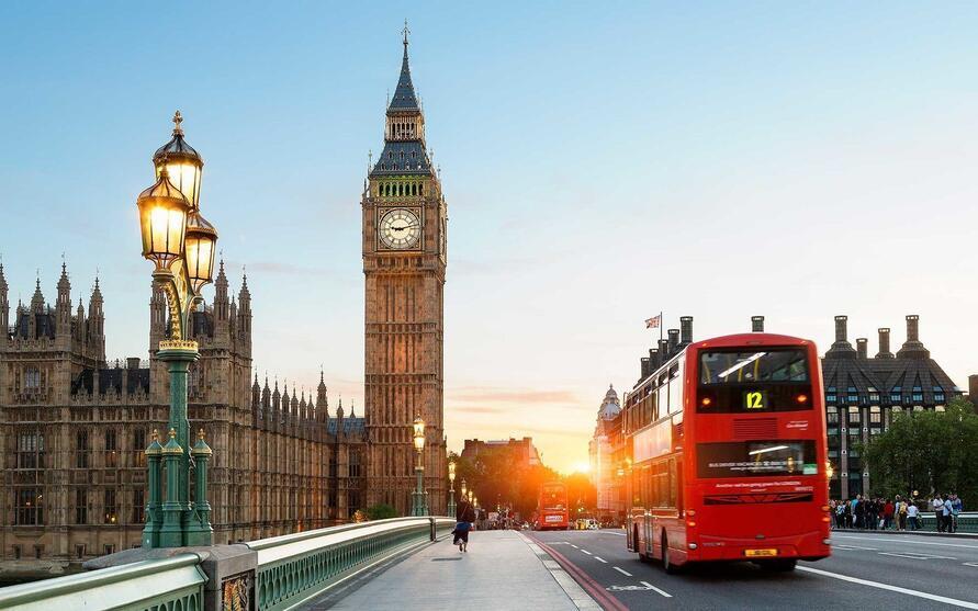 بريطانيا تخفف قيود كورونا على المسافرين.. وتلغي الحجر للقادمين من المملكة