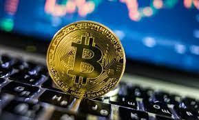 """تراجع حاد في أسعار العملات الرقمية اليوم.. و""""بيتكوين"""" تهبط بنسبة 2.56%"""