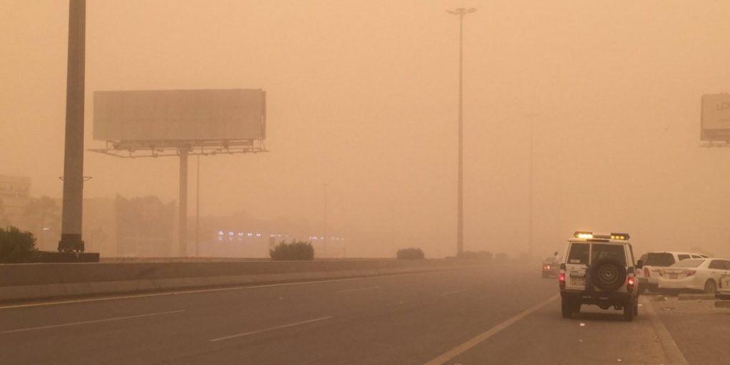 """""""الأرصاد"""" تحذر: رياح مثيرة للأتربة والغبار تضرب مدينة نجران"""