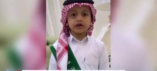نجل أحد شهداء الوطن يحيي اليوم الوطني بكلمات حماسية مؤثرة (فيديو)