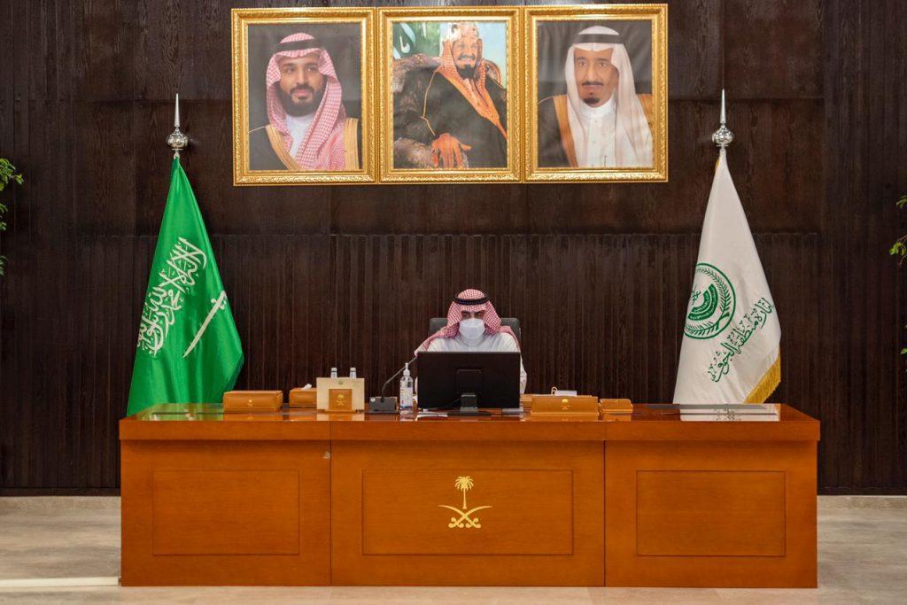 أمير الجوف يناقش مع عدد من المسؤولين منجزات وتحديات حملة الـ 90 يوماً لمعالجة التشوه البصري
