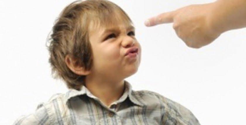 استشارية طب أطفال تحذر من استخدام هذه الكلمات مع الطفل (فيديو)