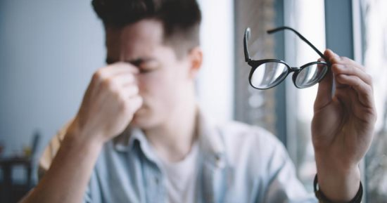 أخصائي عيون يكشف الأسباب الشائعة لـ ضعف النظر (فيديو)