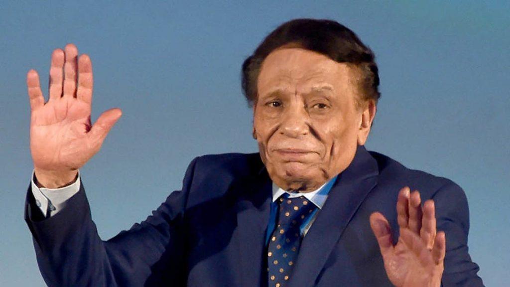 """شقيق عادل إمام يحسم الجدل حول إصابة """"الزعيم"""" بفيروس كورونا"""