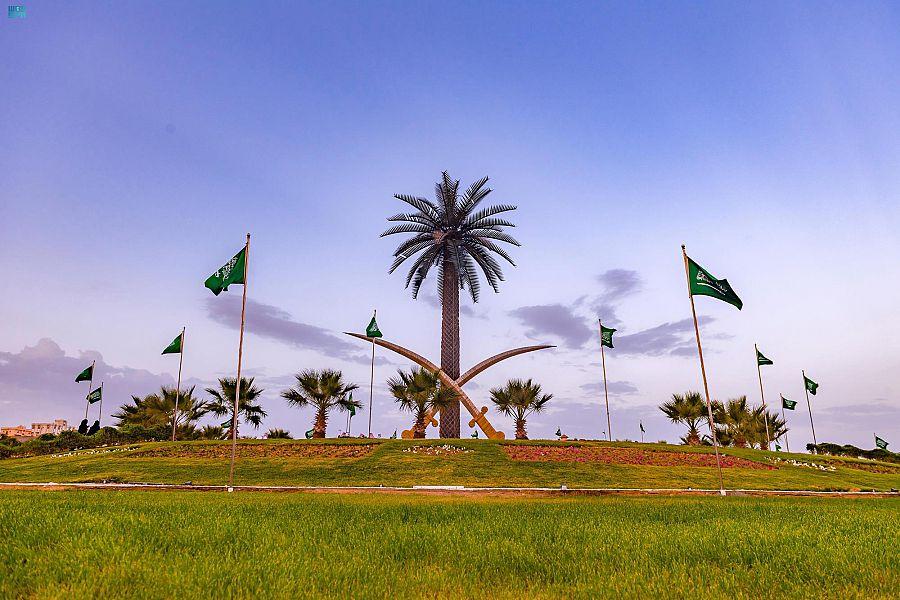 الباحة تتوشح بأعلام الوطن وصور القيادة وتكتسي باللون الأخضر احتفالاً باليوم الوطني الـ 91