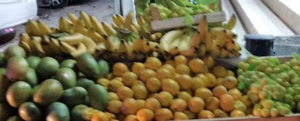 مصادرة طنين من الخضروات والفواكه بمسفلة مكة