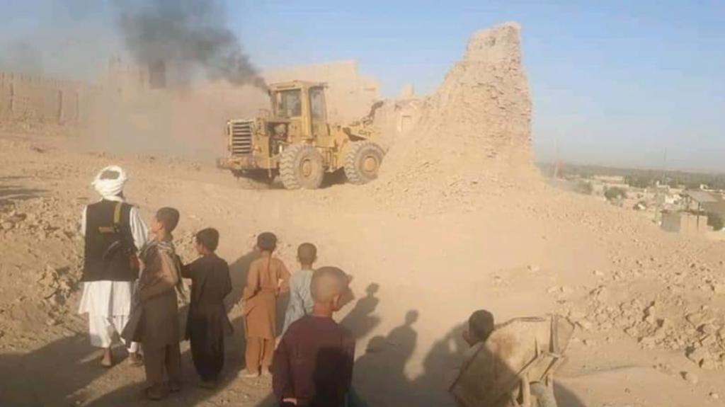 عمره 170 عامًا.. طالبان تدمر حصنًا تاريخياً قديمًا