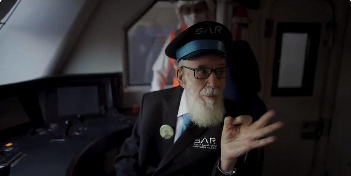 عمره 91 عامًا.. مأمور قطارات يعود للمقصورة بعد 45 عامًا من عمله ليحكي ذكرياته