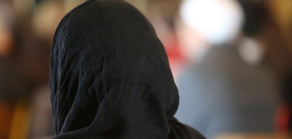 فنانة كويتية شهيرة تعلن اعتزالها الفن وارتدائها الحجاب