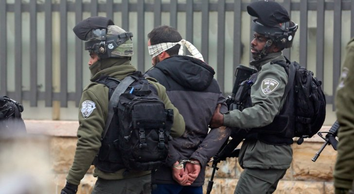 الاحتلال الإسرائيلي يعتقل 4 فلسطينيين من رام الله
