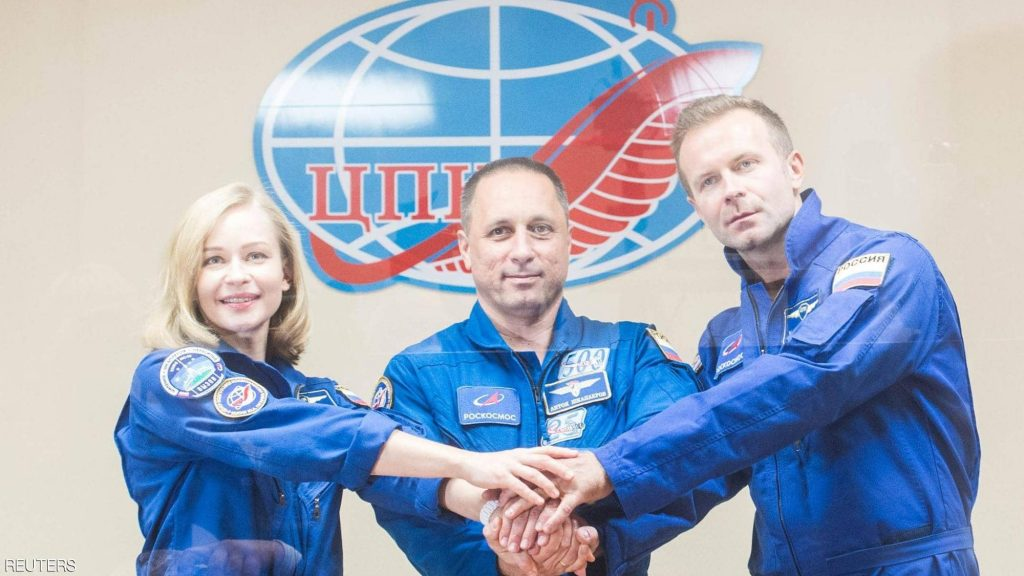 إقلاع مركبة فضاء روسية تقل طاقمًا سينمائيًّا لتصوير أول فيلم في الفضاء